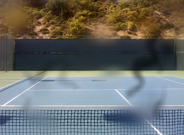 Tennis court with my eye problem